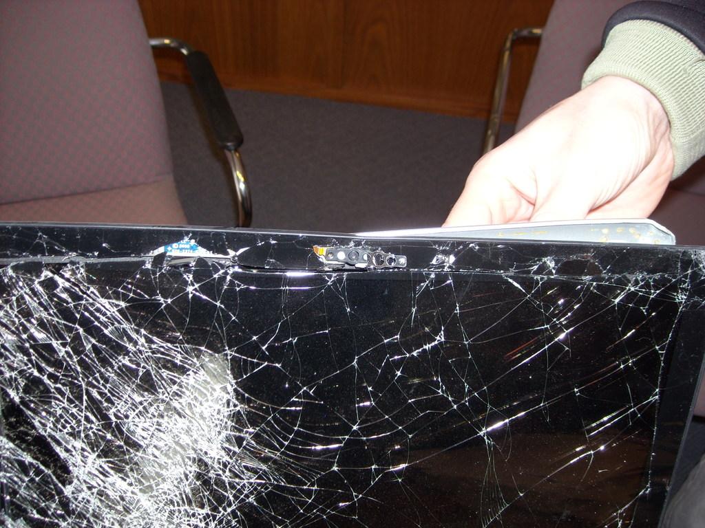 Macbook Pro resiste una caída a 350KM/H!!!!
