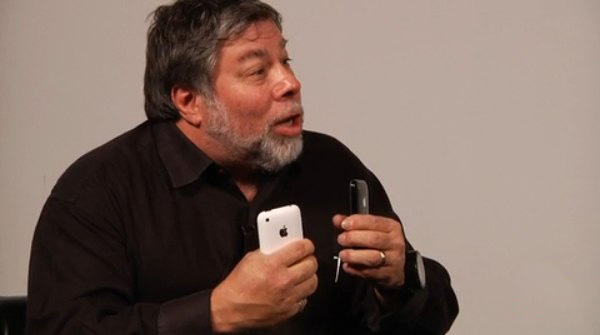 Usuario muestra como quedo su iPhone 4 blanco, después de que se le explotara en su mano derecha  11
