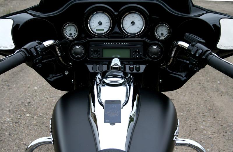 Un iPhone en una Harley Davidson 1