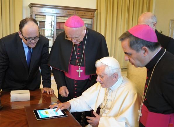 El Papa Benedicto XVI ha enviado su primer tweet desde su iPad 10