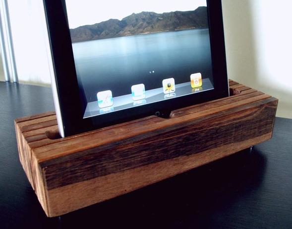 Dock artesanal para iPhone e iPad 3