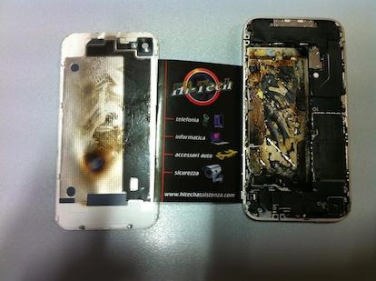 Usuario muestra como quedo su iPhone 4 blanco, después de que se le explotara en su mano derecha  3