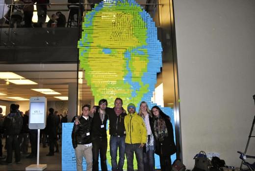 Fans diseñan imagen de Steve Jobs con Post-it