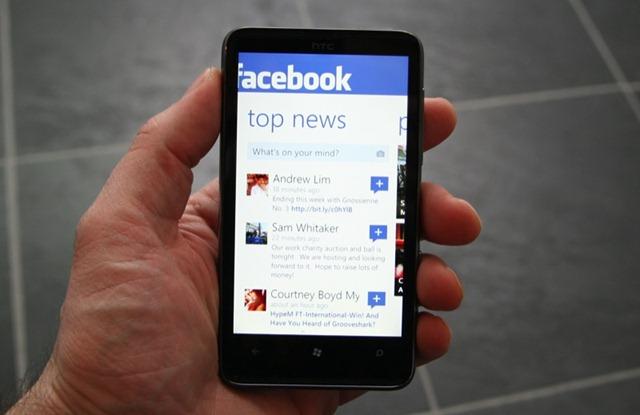 Alrededor de 300 millones de usuarios se conectan a Facebook desde sus teléfonos móviles 1
