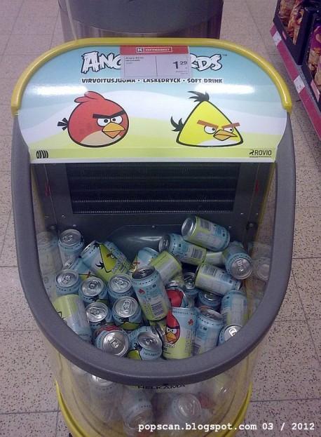 Angry Birds cumple 2 años y ellos traen los regalos 3