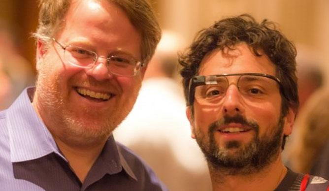 Aparece imagen de Sergey Brin, usando las Google Glass 2