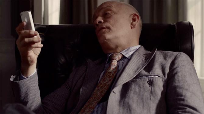 John Malkovich protagonizando dos comerciales de televisión para el iPhone 4S 1
