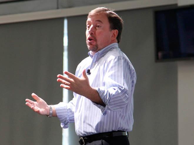 Scott Thompson el CEO de Yahoo, mintió en algunos aspectos de su curriculum 8